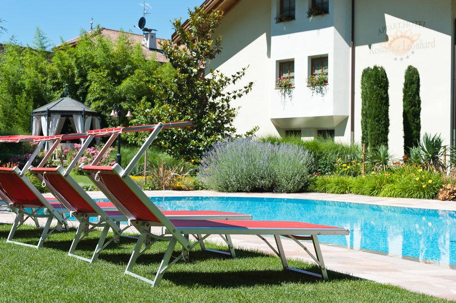 freischwimmbad mit whirlpoolecke businessresort parkhotel werth bozen s dtirol. Black Bedroom Furniture Sets. Home Design Ideas