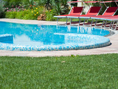 Outdoor pool with whirlpool edge