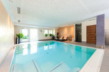Indoor pool with whirlpool edge